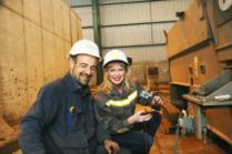 Блондинка «Днепра вечернего» побывала на заводе «Днепросталь» и посмотрела, как будет выглядеть зеленая металлургия